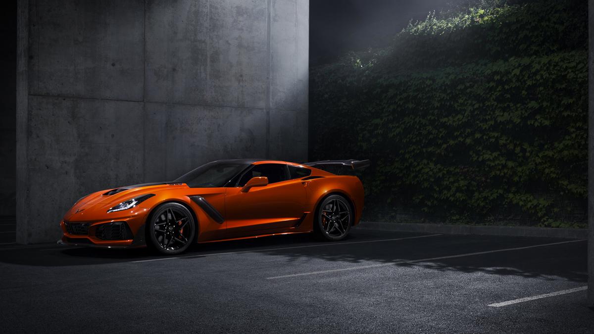 2019-Chevrolet-Corvette-ZR1-002-top.jpg