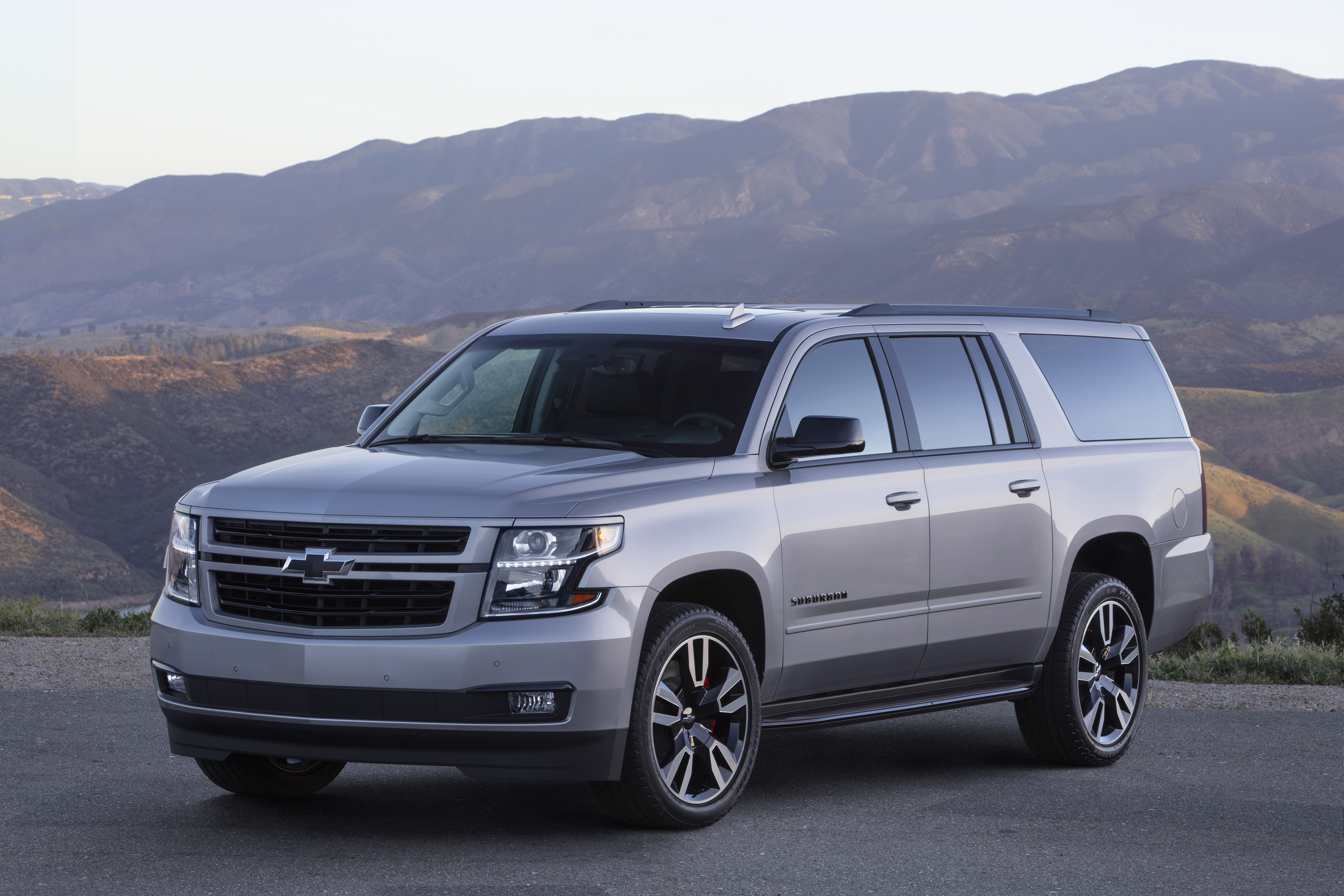 2019 Suburban RST Performance Package Brings V-8 Power and Style to