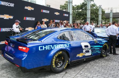 2018 chevrolet nascar race car.  nascar chevrolet unveils 2018 camaro zl1 nascar cup race car with chevrolet nascar race car