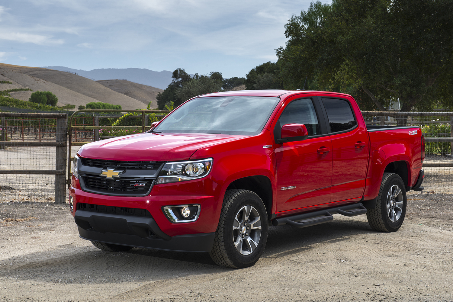 North american chevrolet colorado with thai built duramax engine wins motor trend 2016 truck of the year