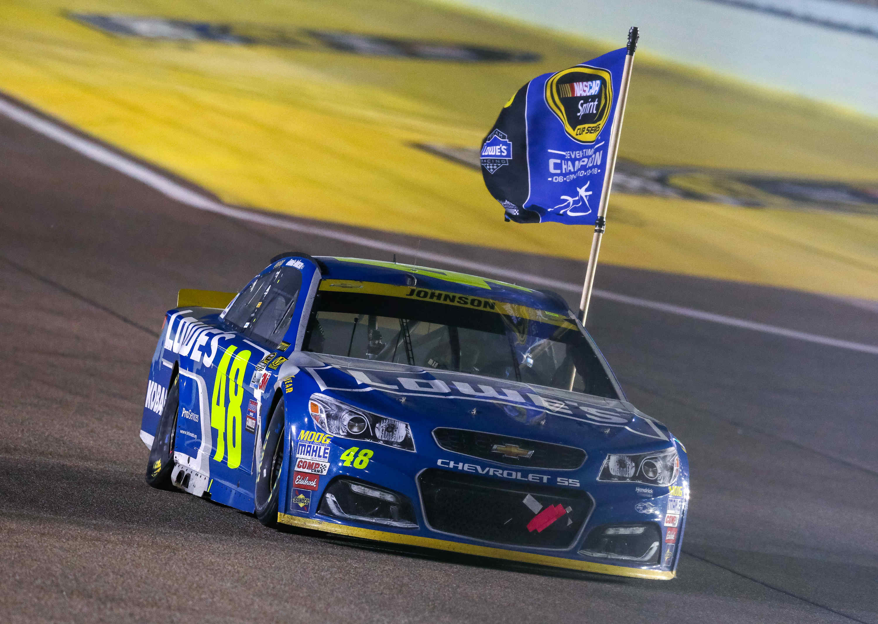 Jimmie Johnson Chevy >> Jimmie Johnson Wins Record Tying Seventh Nascar Championship