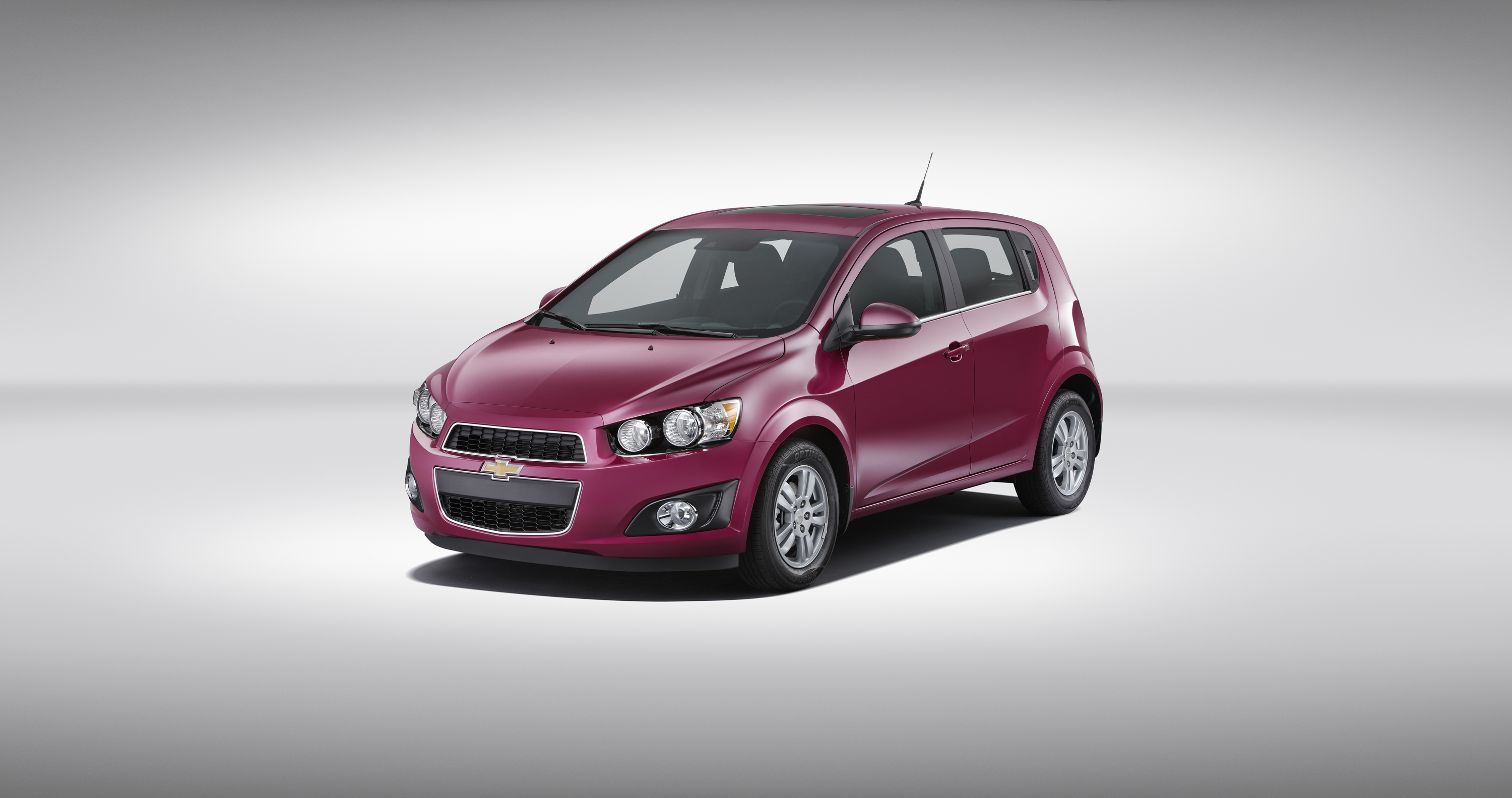 is york sonic debuts chevrolet refreshed at news auto show hatchback new only rs