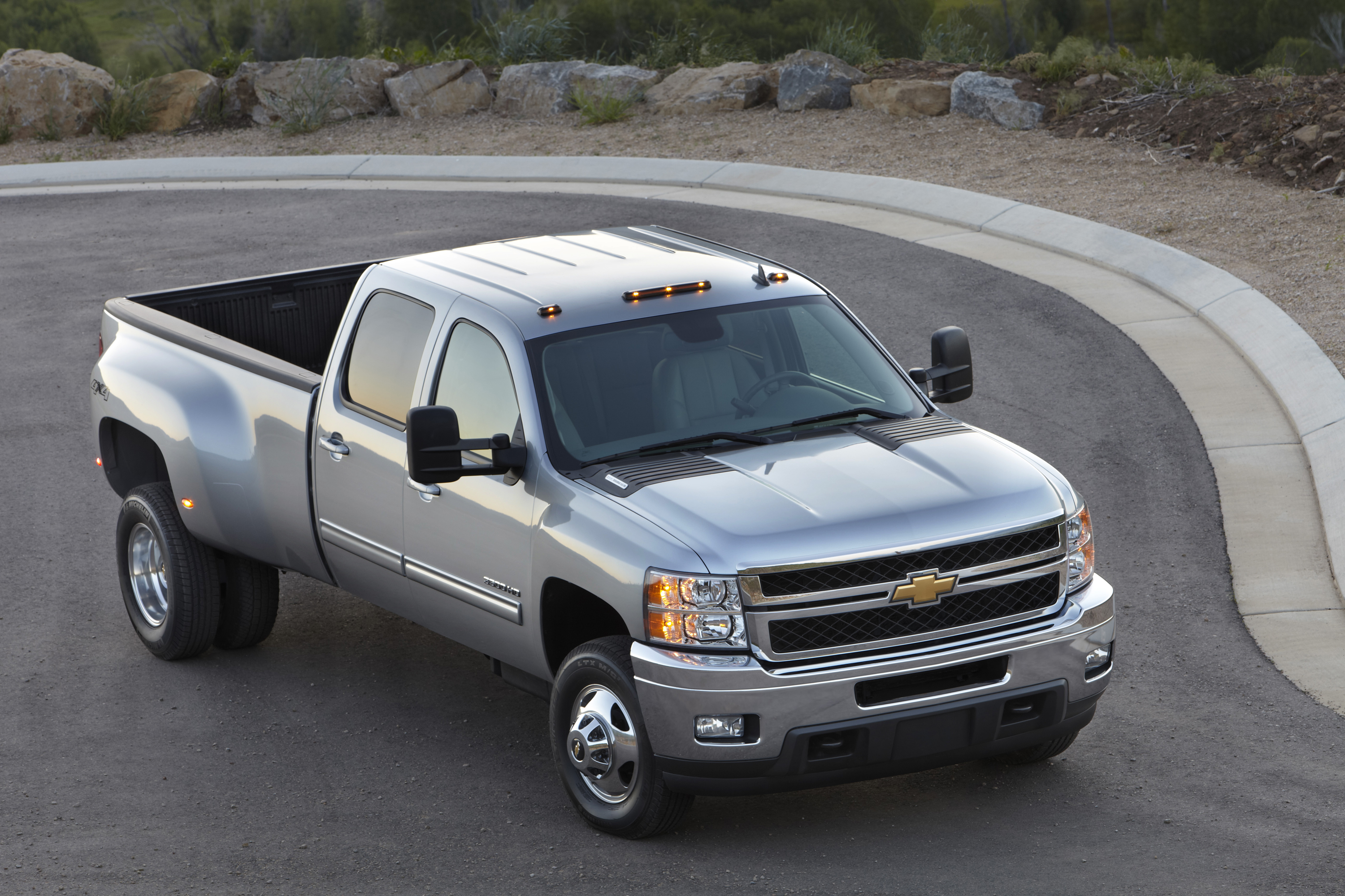 k clean lt z crew chevrolet features silverado cab overview miles inventory low