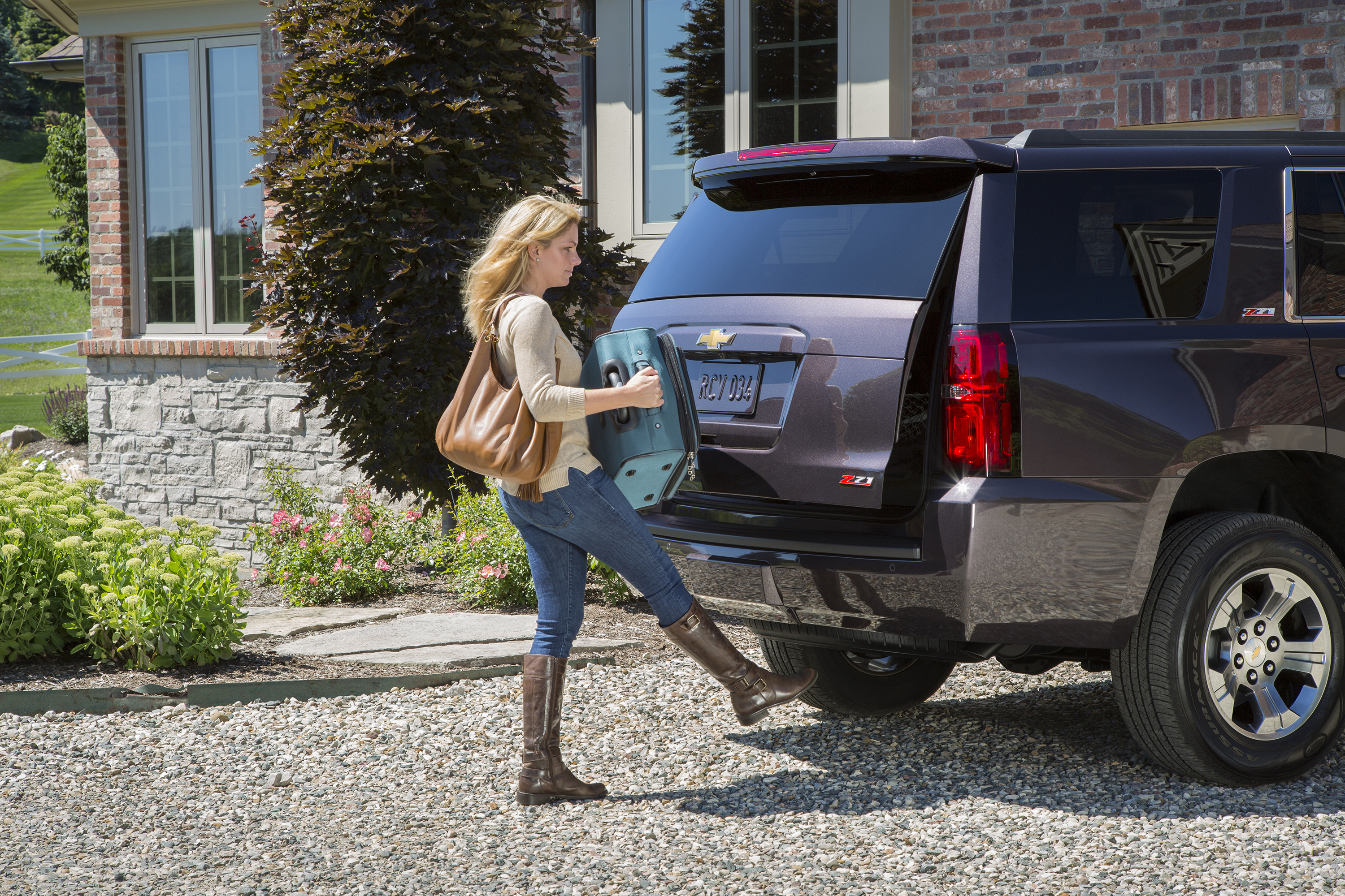 2015 Tahoe and Suburban Add Connectivity Convenience